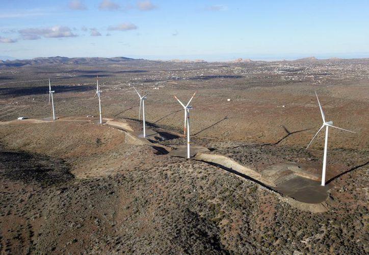 """El parque eólico """"La Rumorosa"""" de Tecate, Baja California, tuvo un costo de 350 millones de pesos (comgobbc.blogspot.com)"""