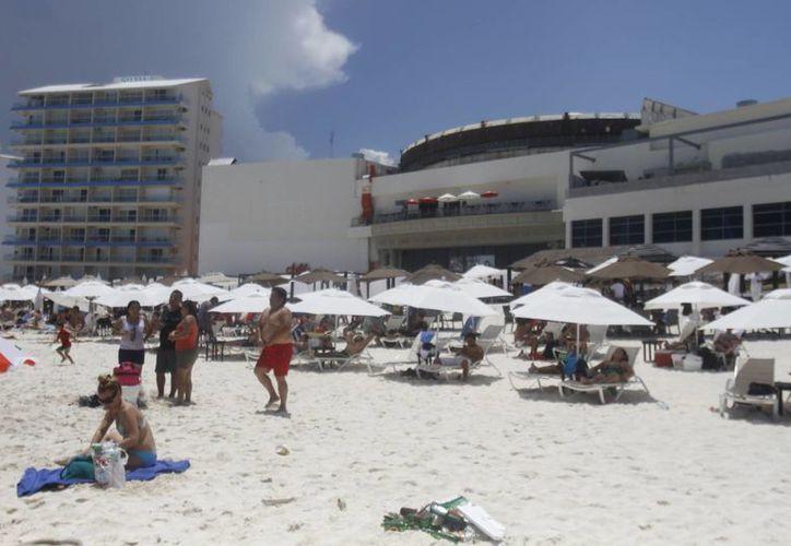 Más de 10 mil personas acudieron a las playas el fin de semana. (Israel Leal/SIPSE)