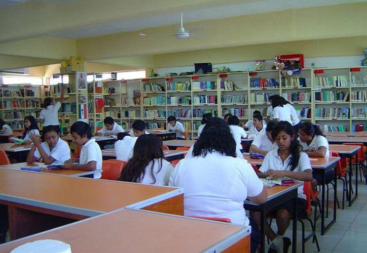 Actualmente un total de 337 alumnos de nivel preparatoria reciben un apoyo consistente. (Foto: Contexto/Internet)