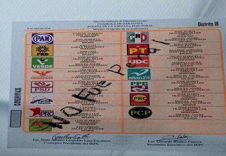 Al parecer un aficionado al futbol en Coahuila marcó la boleta con el #NoEraPenal. También podría ser una muestra de hartazgo ciudadano de los políticos. (Milenio)