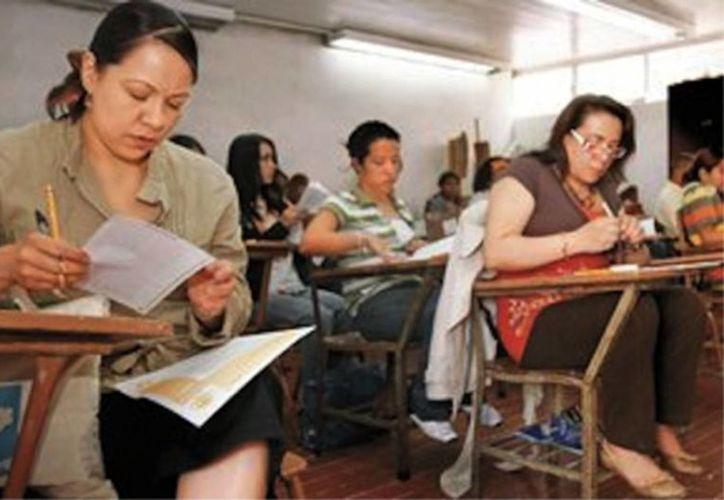 Los maestros presentarán examen de oposición, el próximo domingo en nueve sedes. (Milenio Novedades)