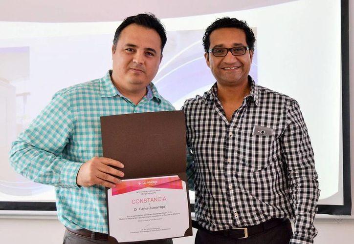 La Universidad Anáhuac Mayab reconoció al médico Carlos Zumarraga por su participación en el Brain Awareness Week 2016 'Medicina Regenerativa en Neurología' impartido en la Escuela de Medicina. (Milenio Novedades)