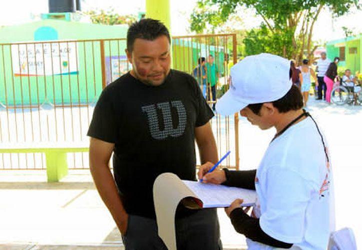En Mérida para esta labor, varias empresas reclutaron a jóvenes recién egresados de preparatoria, que cuenten con la mayoría de edad. (Contexto/Internet)