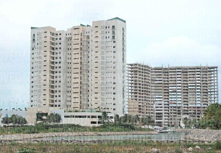 El departamento se encuentra en la torre Sur, sexto nivel, en Puerto Cancún. (Jesús Tijerina/SIPSE)