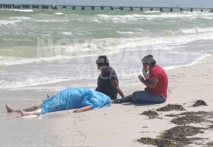 La infortunada fue valorada por una doctora del Centro de Salud, quien confirmó que no contaba con signos vitales. (Novedades Yucatán)