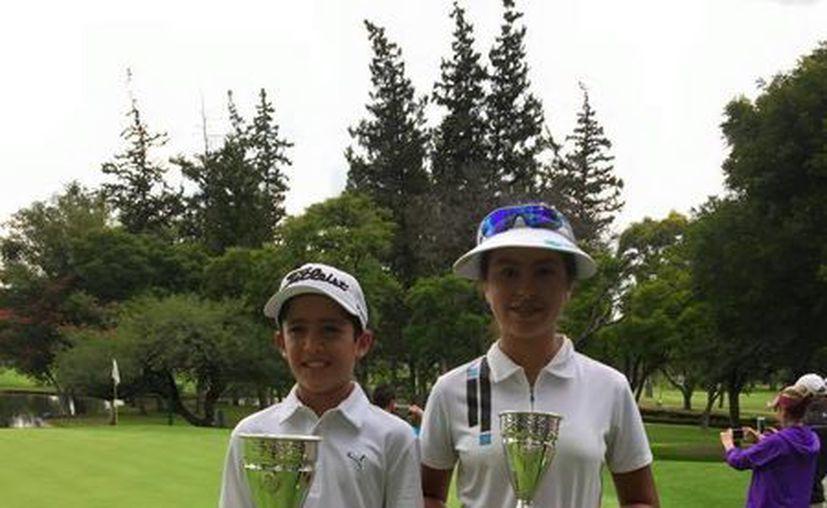 Sebastían González Gamboa y Ariel González Arceo, ganadores del primer y tercer lugar  de la V Copa Zona Centro, realizada en Queretaro, Queretaro. (SIPSE)