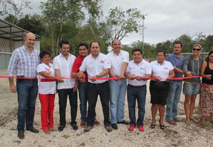 Las autoridades municipales cortaron el listón inaugural del Centro de Acopio. (Cortesía/SIPSE)