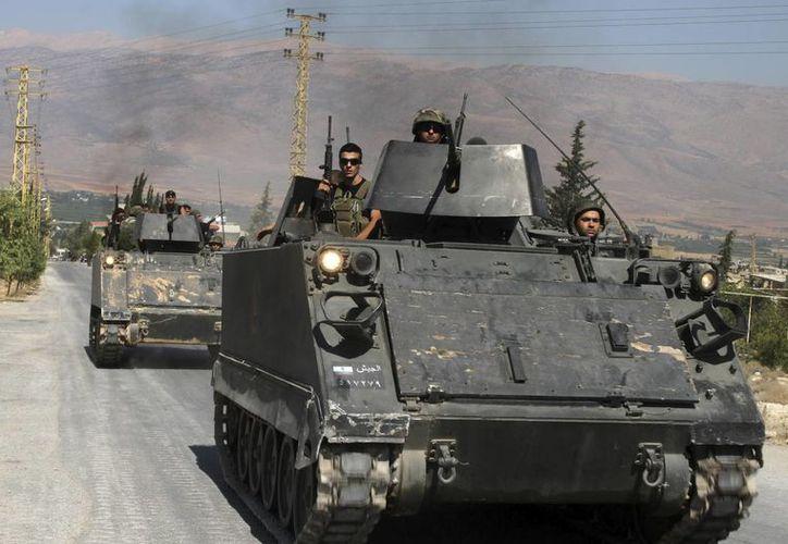 Tropas libanesas entran en Arsal, cerca de la frontera siria, en el valle de la Becá (Líbano), el pasado mes de agosto. (EFE/Archivo)