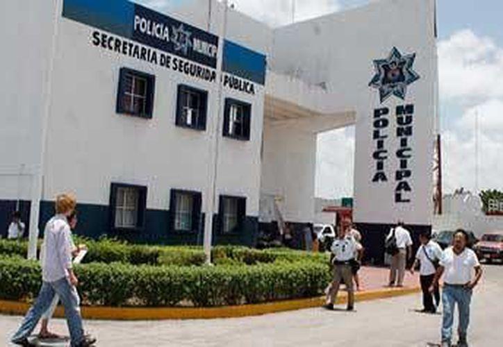 Policías municipales detuvieron al presunto responsable de lastimar a un menor. (Contexto/Internet)