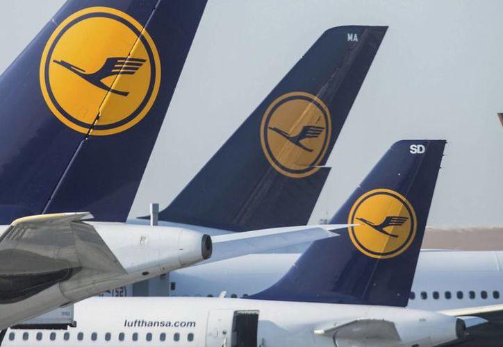 Los pilotos de la aerolínea Lufthansa ya han hecho huelga en más de 10 ocasiones, pero esta vez la huelga es de personal de cabina, debido a aumento en salarios , modelos de prejubilación y complementos de pensiones. (EFE)