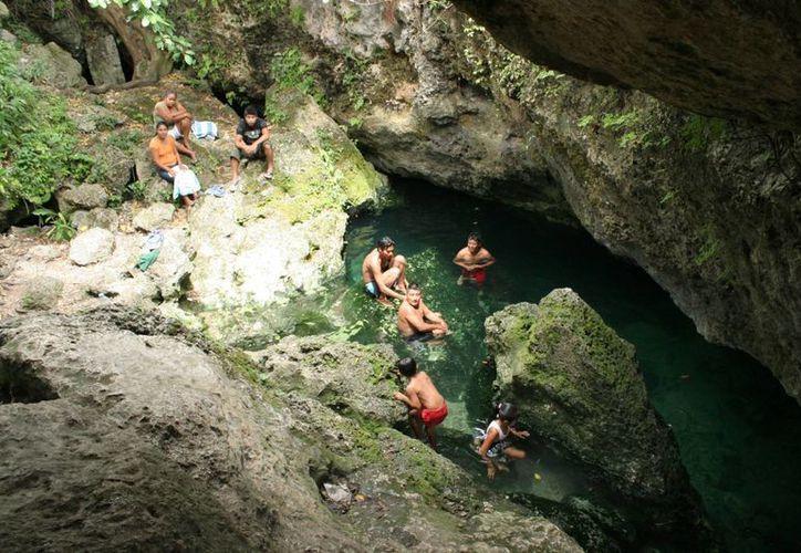 En Benito Juárez existen cuatro tipos de cenotes. (Jesús Tijerina/SIPSE)
