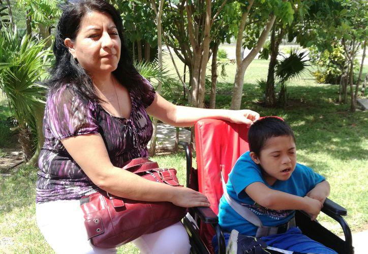 Laura Delgado Ramírez es mamá de Raquel, de ocho años, quien presenta síndrome de Down. (Rubi Velazquez/SIPSE)