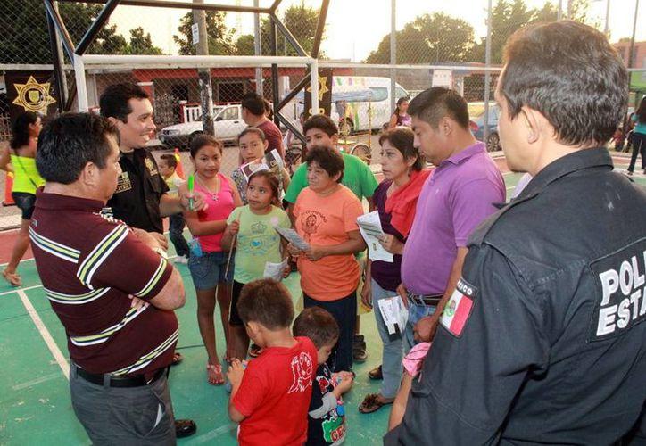 La Feria de la Mujer tuvo buena respuesta entre los vecinos de la colonia San Antonio Xluch II. (Milenio Novedades)