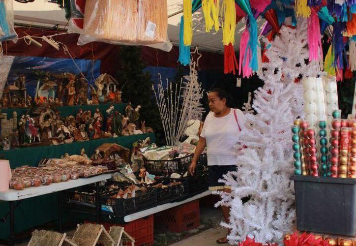 Después de los árboles navideños, los renos y las nochebuenas son los productos de mayor demanda en la entidad. (SIPSE)