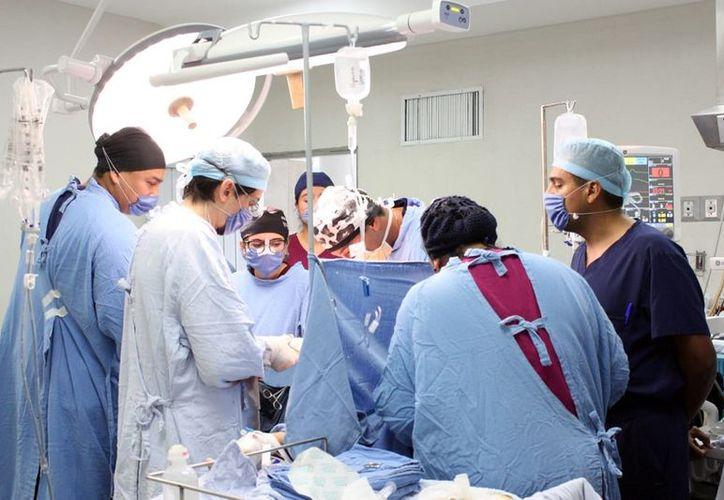 Los doctores trasplantaron riñones, córneas, piel y hueso de la mujer de 21 años de edad, que falleció por intensos dolores de cabeza. (Foto: SIPSE)