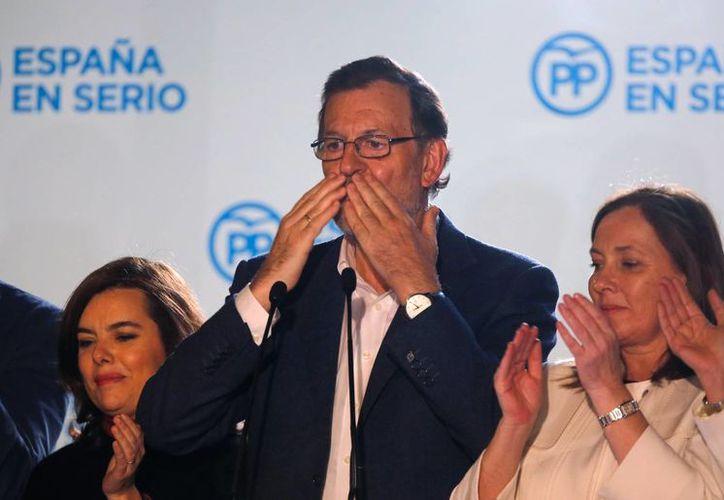 El Partido Popular, de Mariano Rajoy, perdió la mayoría absoluta en el Congreso de España, aunque permaneció como el partido más votado en las elecciones generales de este domingo. (AP)