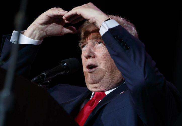 El presidente electo de Estados Unidos, Donald Trump, utiliza Twitter como su principal canal de comunicación. A través de éste, ha creado no pocas polémicas. (AP/Evan Vucci)