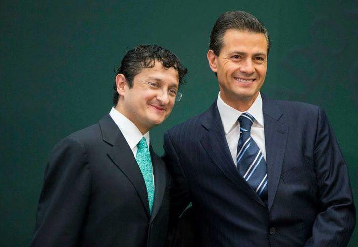 El senador perredista Miguel Barbosa reprochó que el titular de la Función Pública, Virgilio Andrade, llame 'jefe' al Presidente. (facebook.com/EnriquePN)