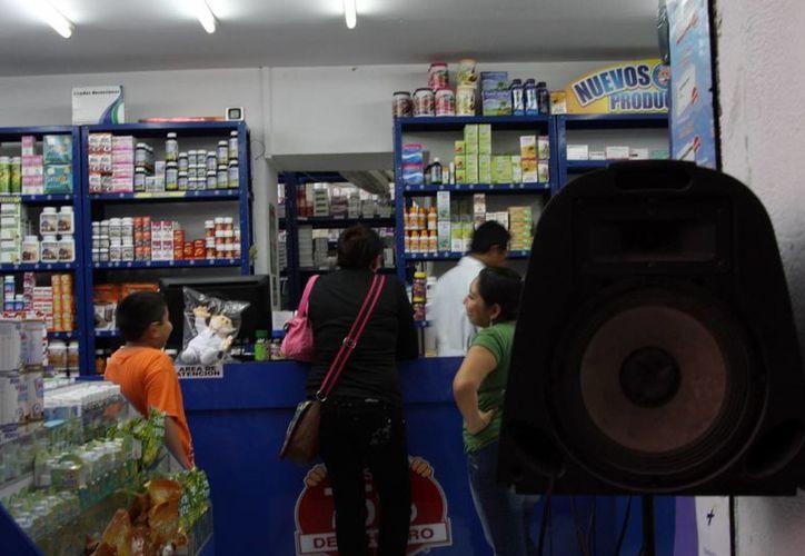 El reglamento municipal no permite bocinas en las aceras del Centro Histórico de Mérida. (Milenio Novedades)