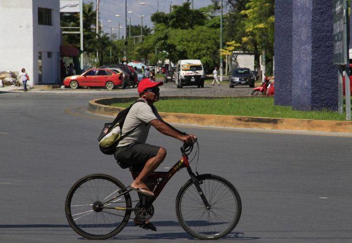 Es necesario implementar transporte no motorizado como las bicicletas. (Tomás Álvarez/SIPSE)