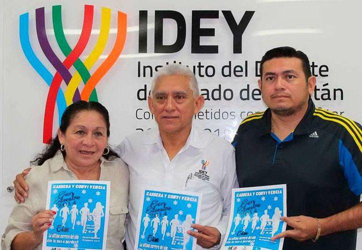 Organizadores y funcionario del Instituto del Deporte presentaron la carrera de San Silvestre, la cual cierra el año deportivo de este disciplina deportiva. (Milenio Novedades)