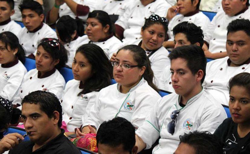 Participan universidades tecnológicas de Tabasco, Izamal, Riviera Maya, Chetumal, y la UT de La Paz, Baja California. (Tomás Álvarez/SIPSE)