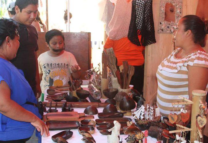 Gastronomía, productos textiles y ornamentales serán expuestos durante el Festival del Coco que se realizará en Calderitas. (Ángel Castilla/SIPSE)