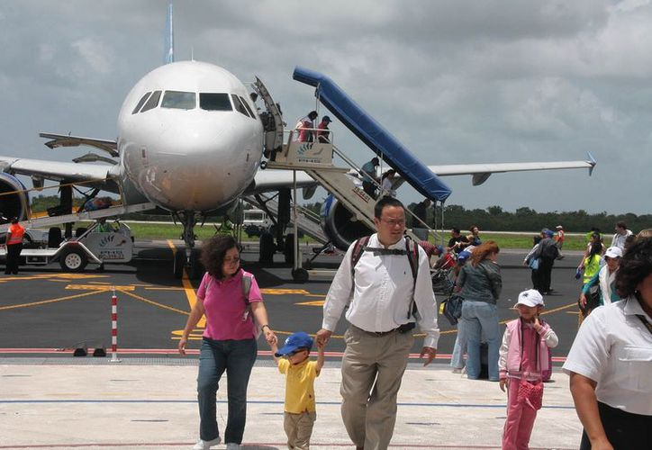 Deben reforzar las promociones de Cozumel para atraer a mayor número de visitantes vía aérea. (Julián Miranda/SIPSE)
