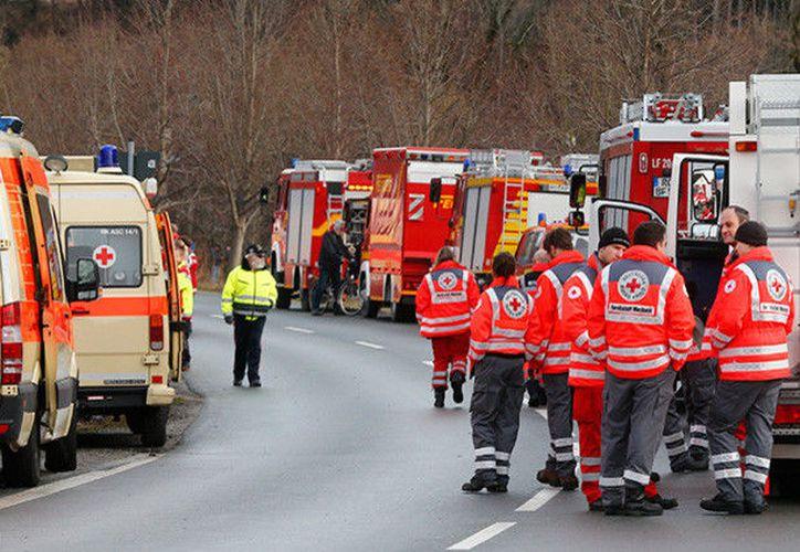 Especialistas forenses han sido enviados al sitio para retirar e identificar los cuerpos del vehículo carbonizado. (RT)