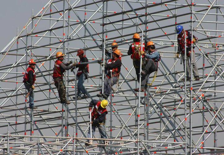 En México el patrón está obligado a pagar el 5.1 por ciento de la aportación para el retiro de cada trabajador, mientras que en otros países los patrones no pagan nada. (Imagen referencial/Archivo/Notimex)