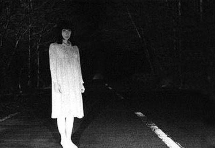Las carreteras están entre los lugares donde más ocurren fenómenos paranormales. (caranddriverthef1.com)