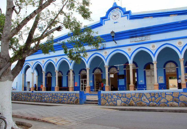 Empleados municipales de Seyé violaron los sellos de la CFE y reconectaron la luz. (SIPSE)