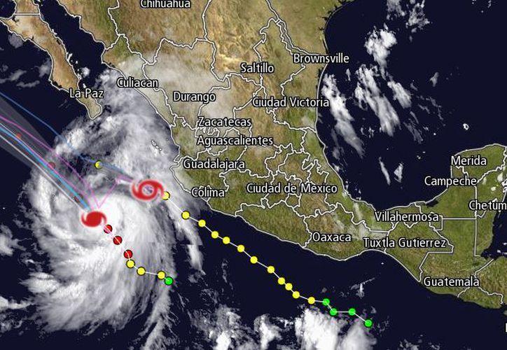 Se espera que el huracán John se dirija hacia el noroeste y permanezca en alta mar. (Intellicast)