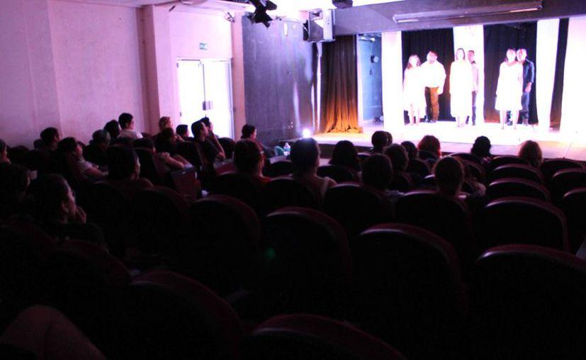 Decenas de personas se deleitaron con dos puestas en escena, Antígona y Nunca me sentí mejor. (Faride Cetina/ SIPSE)