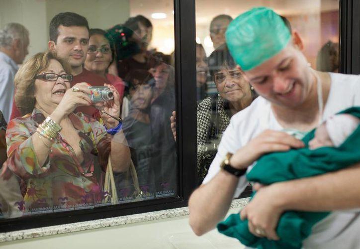 En las clínicas privadas de Brasil, más del 80 por ciento de los partos son cesáreas. Esto debido a que poco a poco se está formando una cultura de la opulencia en este evento entre las clases altas de la sociedad brasileña. (AP)