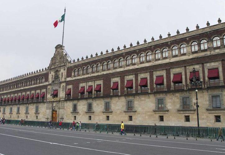 El Kilómetro Cero de la Ciudad de México se estableció a 11.85 metros hacia el oeste de la puerta principal de Palacio Nacional, en el Centro Histórico de la Ciudad de México, informó el Inegi. (Archivo/Notimex)