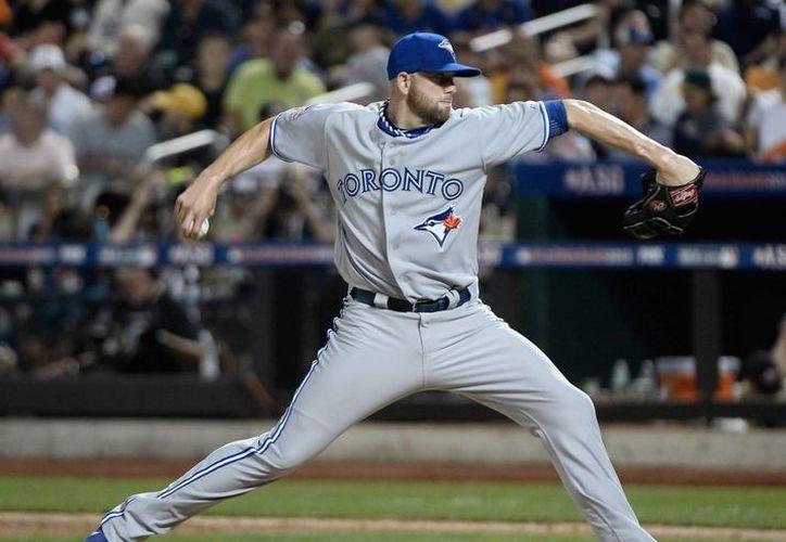 Azulejos de Toronto se coronaron campeones de la División Este de la Liga Americana de la MLB al vencer 15x2 a Orioles de Baltimore. En la imagen, el jugador Brett Cecil, de Azulejos. (EFE)