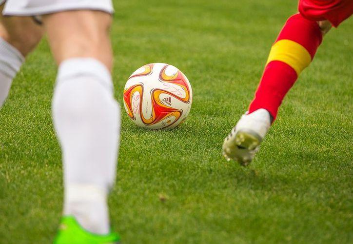 Grupo armado amagó a los asistentes de un partido de fútbol y acribilló a uno de los jugadores. (Foto: Contexto)
