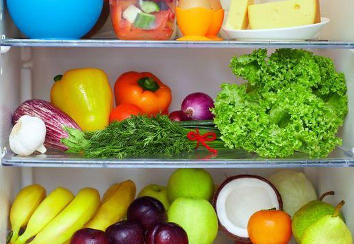 Colocar las frutas y verduras en una zona visible dentro del refrigerador te hará consumirlos hasta tres veces más. (Contexto/Internet)