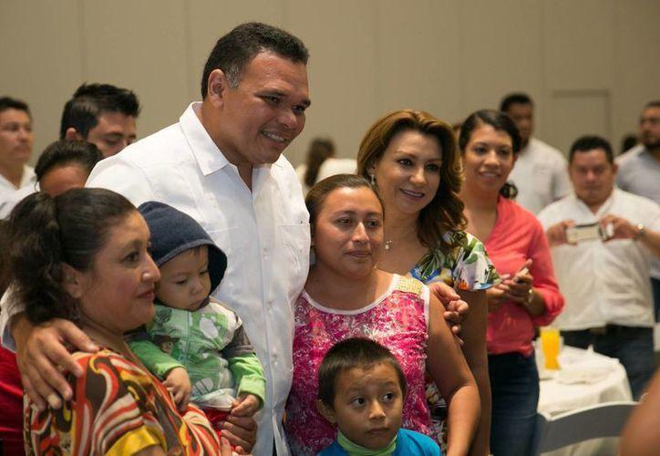 El gobernador Rolando Zapata hará entrega este miércoles de insumos, herramientas y equipos del programa Peso a Peso a productores agropecuarios. (Milenio Novedades)