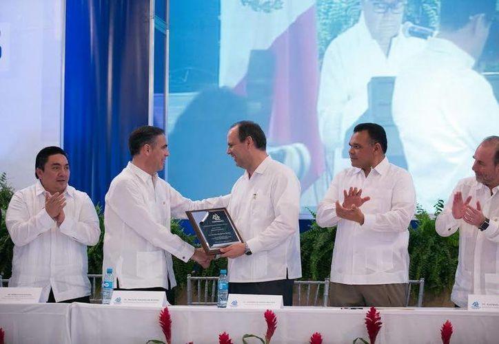 Gustavo Cisneros fue nombrado dirigente de Coparmex Mérida desde el 15 de febrero, pero este jueves tomó protesta del cargo. (Milenio Novedades)