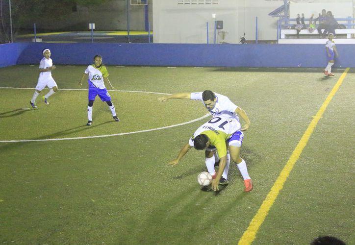 Esta semana arrancó la temporada 2018 de la categoría Mixta, de la Liga de Fútbol Rápido que se desarrolla en Romero Molina. (Miguel Maldonado/SIPSE)