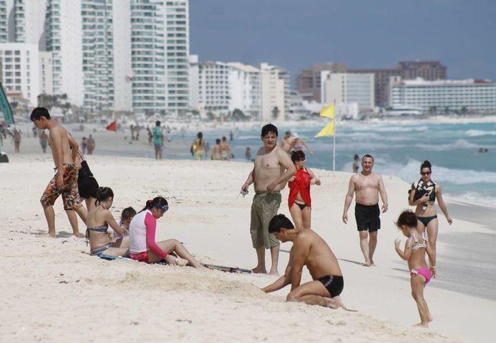 Las empresas de servicios turísticos deben cumplir con medidas que ayuden a evitar el abuso hacia los viajeros. (Luis Soto/SIPSE)