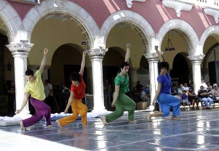 """""""El Lagarto de Humo"""" es una obra teatral que incluye danzas acrobáticas. (SIPSE)"""