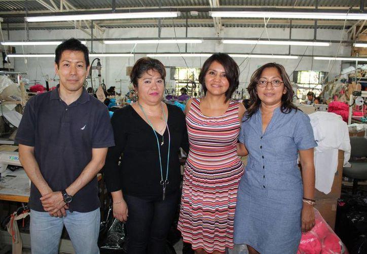 Alejandro Guima, Rosalba Cauich Reyes, Ruth Ramírez Velázquez y Alba Herrera Cen, socios de la empresa Faro Sur, en Hunucmá, Yucatán. (SIPSE)