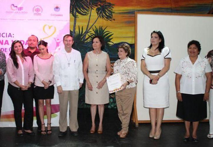 Autoridades de Cozumel que participaron en la conferencia. (Cortesía/SIPSE)