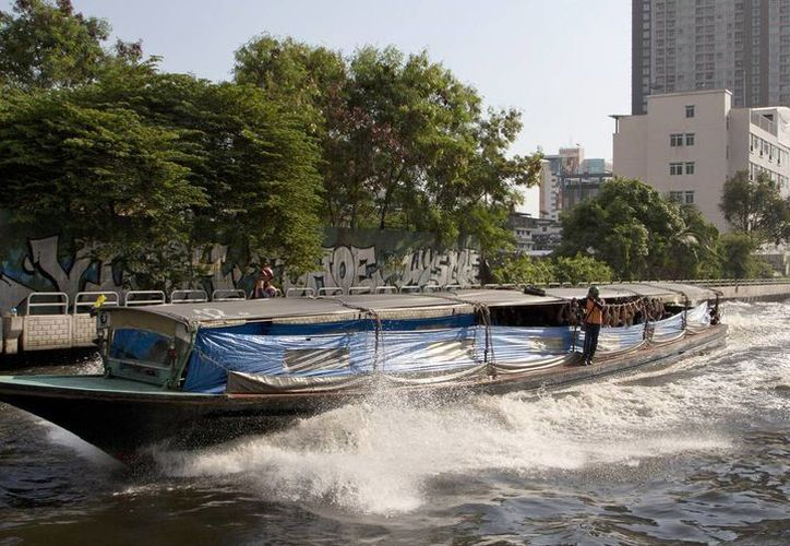 Al menos 67 personas sufrieron lesiones por una explosión en un barco de pasajeros en Bangkok, Tailandia. (AP/archivo)