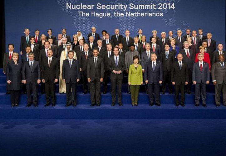 Fotografía de grupo de los asistentes a la Cumbre de Seguridad Nuclear celebrada en La Haya, Holanda. (EFE)