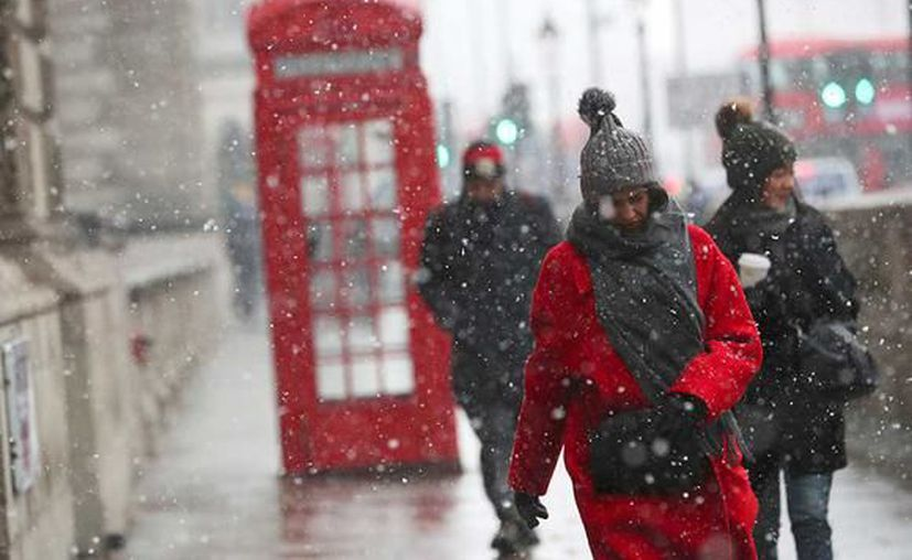 Las fuertes nevadas y temperaturas inusuales de hasta -12 grados centígrados han provocado cierre de carreteras. (Excélsior)
