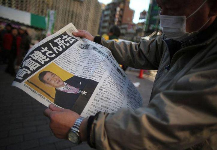 La muerte del actor Ken Takakura fue de tal impacto en japón que algunos periódicos publicaron una edición extra para informar del suceso. Era conocido como el 'Clint Eastwood' del cine japonés. (AP)